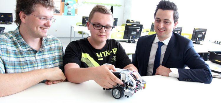 Schüler konstruieren eigene Roboter